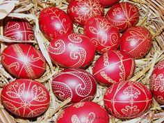hímes_tojás húsvét íróka tojásfestés Ukrainian Easter Eggs, Egg Decorating, Holiday Decor, Folk Art, Fun, Gifts, Holidays, Drawing, Happy