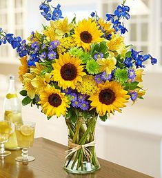 ideas for flowers vase arrangements color combos Sunflower Floral Arrangements, Summer Flower Arrangements, Sunflower Centerpieces, Vase Arrangements, Beautiful Flower Arrangements, Summer Flowers, Fresh Flowers, Flower Vases, Floral Arrangements For Funeral