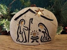 ▷ Original nativity scenes for Christmas. - Celebrat : Home of Celebration, Events to Celebrate, Wishes, Gifts ideas and more ! Pebble Painting, Pebble Art, Stone Painting, Stone Crafts, Rock Crafts, Christmas Rock, Christmas Ornaments, Nativity Crafts, Rock Painting Designs