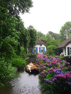 "Giethoorn - Village of no roads, the ""Venice"" of Netherlands"