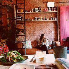 All these beautiful cafe (at Lavinia Goodfood) Skinny Recipes, Apartment Interior, Amsterdam, Foodies, Hotels, Heaven, Interiors, Healthy, Beautiful