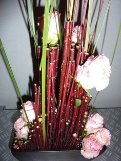 Rode takken bloemstuk in de hoogte 216
