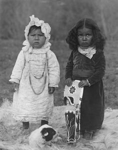 1906 photo of two Nez Perce Nimiipu native children in Colville, Washington.  Photo by E.H. Latham