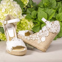 Tienda online alpargatas novia Bridal Shoes Wedges, Wedding Shoes Heels, Surf Wedding, Boho Wedding, Wedding Ideas, Decorated Shoes, Diy Accessories, Vintage Shoes, Marie