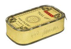 Arman, Full-up, 1960.  Boîte de Sardines. Invitation pour l'exposition du Plein à la Galerie Iris Clert