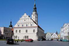 Głogówek. Horní Hlohov. Renesanční radnice z r. 1608 na náměstí, symbol bohatství a úspěchu tamního měšťanstva.