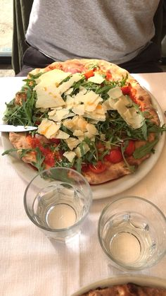 The BEST Italian pizza Eating delicious pizza in Siena, Italy Cocktail Videos, Fresco, Italian Recipes, Food Videos, Siena Italy, Tuscany Italy, The Best, Cravings, Traveling By Yourself