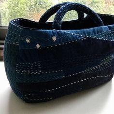 Simple sashimi stitching make this a beautiful bag. Textiles, Denim Tote Bags, Sashiko Embroidery, Boro, Denim Crafts, Art Bag, Handmade Handbags, Fabric Bags, Quilted Bag
