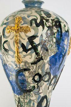 Grayson Perry Ceramic Pottery, Pottery Art, Ceramic Art, Pottery Ideas, Contemporary Ceramics, Contemporary Artists, Grayson Perry Art, Clay Vase, Native American Pottery