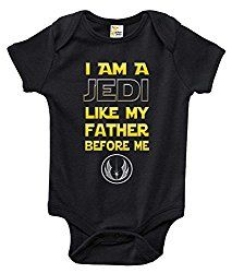 Start training your future generation Star Wars fan early with a nod to the power of the force with one of our most popular baby bodysuits. Available in a variety of colors, with vibrant graphics, thi Star Wars Outfits, Boy Outfits, Star Wars Baby Clothes, Star Wars Onesie, Star Wars Nursery, Baby Comforter, Star Wars Gifts, Star Wars Humor, Baby Bodysuit