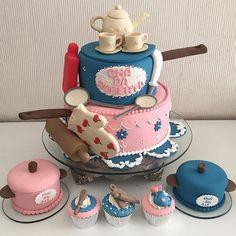 Lindezas para um chá de panela, por Cakes & Cupcakes! #bolododiandl #boloparacha #bolodechadepanela #chadepanela #chadecozinha…