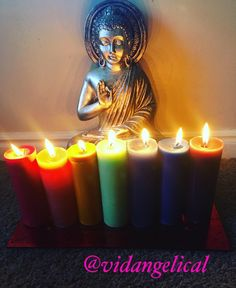 Las velas nos ayudan a iluminar el camino, deseos, peticiones y pensamientos de cada individuo, por eso es muy importante saber el color y beneficio. Cada color tiene su propia importancia, beneficio y se utilizan para diferentes aspectos, es decir, cada color tiene su propia vibración. #velas #colores #poder #universo #positividad #reiki #luz #amor