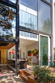 Renovation by Personal Architecture Project: house of Joyce & Jeroen Location: The Hague, the Netherlands Client: Joyce & Jeroen Project type: residence renovation Area: 225 m² building Cost: € 245.000 including VAT