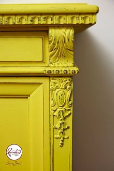 Kast in Annie Sloan Chalk paint English Yellow