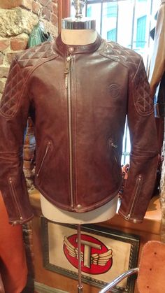 Leather jackets can be a crucial component to every man's clothing collection. Men require outdoor jackets for a number of circumstances and several climate conditions Motorcycle Style, Motorcycle Outfit, Motorcycle Jacket, Men's Leather Jacket, Leather Men, Leather Jackets, Quilted Leather, Brown Leather, Biker Style