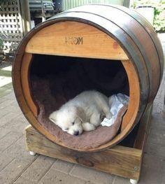 transformer un tonneau à vin en niche pour chien