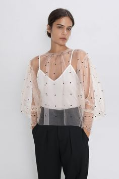 Blouse featuring a round neckline, long puff sleeves with cuffs and a buttoned opening in the back. Polka Dot Blouse, Polka Dots, Look Fashion, Womens Fashion, Fashion Design, Classy Outfits, Casual Outfits, Mode Chic, Looks Chic