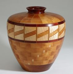 Amazing segmented vase. Woodturning Art