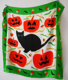 Amazing Halloween scarf at the Karen Mabon Scarf School Graduation. Pumpkins, black cats and candy corn, the perfect spooky ingredients for a Halloween accessory.