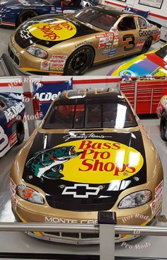 Dale Earnhardt's Bass Pro Shops Chevrolet Monte Carlo SS Racing Car Design, Indy Car Racing, Indy Cars, Nascar Crash, Nascar Race Cars, Wwe, Kyle Busch Nascar, The Intimidator, Pinewood Derby Cars