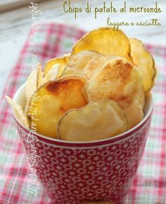 Chips patate al microonde asciutte e leggere. Croccanti e light, basta seguire solo piccoli accorgimenti per un ottimo risultato. Cottura veloce microonde Finger Food Appetizers, Appetizer Recipes, Snack Recipes, Cooking Recipes, Snacks, Light Recipes, Wine Recipes, Good Food, Yummy Food