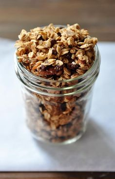 This easy peanut butter granola recipe (with chocolate chips added in if you so desire) is completely yummy and so quick to make. Dreamy and delicious! Gourmet Breakfast, Breakfast Recipes, Snack Recipes, Cafe Recipes, Breakfast Club, Breakfast Dishes, Breakfast Ideas, Peanut Butter Roll, Peanut Butter Granola
