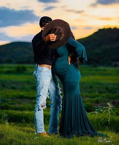 Maternity Photography Poses, Maternity Poses, Outdoor Maternity Photos, Maternity Pictures, Baby Bump Photos, Pregnancy Photos, Western Maternity, Cute Country Couples, Baby Announcement Pictures