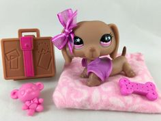 Littlest Pet Shop RARE Brown Dachshund #932 w/Pink Eyes, Pillow Bed Accessories #Hasbro