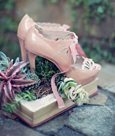 I just love this idea like you don't even know.. centerpieces in books.. augh it's so secret garden!