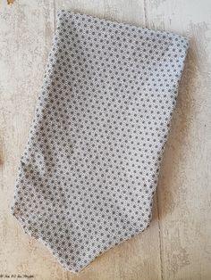 - DIY - Pochette en tissu (ultra facile) - Au Fil du Thym Pochette Diy, Coin Couture, Diy And Crafts, Deco, Simple, Plasticine, Panda, Invitation, Scrappy Quilts