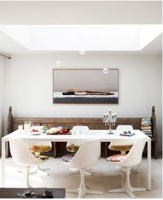 Thanks to Dale and Duncan on the Block, I really like the idea of having a church pew as one side of seating on a dinning room table.