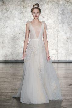 37 vestidos da NY Bridal Week Fall 2018 para inspirar as debutantes - Constance Zahn 2018 Wedding Dresses Trends, Sexy Wedding Dresses, Designer Wedding Dresses, Bridal Dresses, Wedding Gowns, Wedding Pics, Fall Dresses, Women's Dresses, Most Beautiful Wedding Dresses