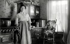 Candid Kitchen: 1910 (Shorpy Photo Archive - History in HD) Antique Photos, Vintage Pictures, Vintage Photographs, Old Pictures, Old Photos, Mother Pictures, Vintage Images, Old Kitchen, Vintage Kitchen