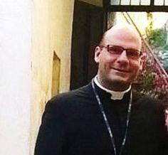 Intervista di Rita Sberna a Don Giambo :  'La Chiesa che combatte la camorra senza paura'...  http://www.papaboys.org/intervista-don-giambo-chiesa-combatte-camorra-paura-rita-sberna/