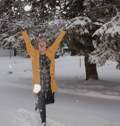 Today I decided to stop complaining and start playing. Snow time in Mustard and Old Navy Plaid. Sounds like a solid idea don't you think. Plaid Tunic, Plaid Dress, Petite Fashion, Curvy Fashion, Style Fashion, Fall Fashion Trends, Fashion Bloggers, Another A, Pixie Pants