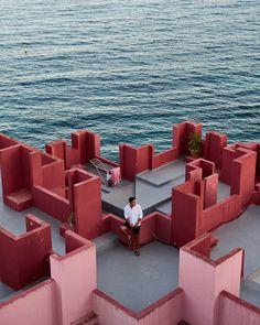 """170 Me gusta, 26 comentarios - Cristian Blázquez Martínez (@crisblazmar) en Instagram: """"Simetrías, luces, arquitectura, el mar. Una de las mejores recetas fotográficas que se pueden…"""" Opera House, Instagram, Image, Best Recipes, Lights, Architecture, Opera"""
