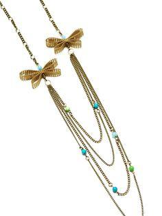 Collar de Mariposas  en tonos verdes-turquesa  elaborado con cadenas  en color bronce antiguo,  mariposas hechas a mano  en cinta rustica de algodon  y cuentas de colores.