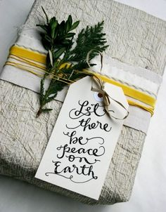 Free Printable Tags for the Holidays: beautiful font style on these