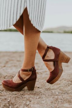 Shop our cute spring shoes including mules, flats, booties, clogs, & tennis shoes. ROOLEE shoes will help complete your Easter outfit! Clogs Shoes, Wedge Shoes, Shoe Boots, Shoes Sandals, Heeled Clogs, Clogs Outfit, Flat Sandals, Pretty Shoes, Cute Shoes