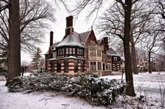 James Couzens house in historic Boston-Edison district, Detroit. Old Mansions, Abandoned Mansions, Abandoned Buildings, Abandoned Places, Mansions Homes, Beautiful Architecture, Beautiful Buildings, Beautiful Homes, Victorian Architecture