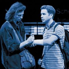 I love this picture. The way it is makes it look like Evan is staring so sweetly and calmly at Connor and Connors just being really gentle and signing his cast because no one else did. Theatre Nerds, Musical Theatre, Evan And Connor, Dear Evan Hansen Connor, Querido Evan Hansen, Dear Evan Hansen Musical, Dear Even Hansen, Connor Murphy, Ben Platt