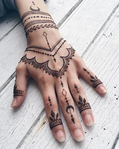 Henna design for hands #witchystyle #henna