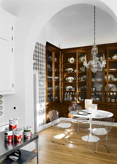 María Lladó Barcelona home traditional eclectic breakfast nook Saarinen Bertoia wood classic cabinetry