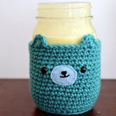 Cold drinks are great, but cold hands are not. Don't worry, this adorable mason jar bear cosy will protect your hands!