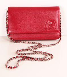 If I ever wanna spend on Chanel it will be on this red shoulder bag // my kinda classic