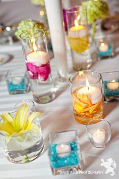 Decoration of floating candles and colorful flowers - Tischdeko - Vase ideen Tropical Wedding Centerpieces, Colorful Centerpieces, Floating Candles Wedding, Wedding Table Flowers, Wedding Decorations, Luau Table Decorations, Centrepieces, Candle In The Wind, Luau Party