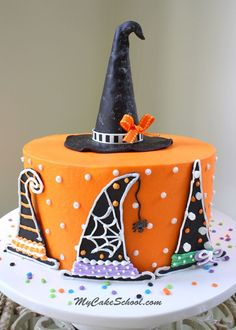 halloween cakes In this fun Halloween cake decorating tutorial, dress your cake in colorful witch hats! You'll learn to create hats from candy melts as well as how to create an EASY witch hat cake topper in this free tutorail! Halloween Desserts, Cute Halloween Cakes, Bolo Halloween, Halloween Torte, Halloween Backen, Pasteles Halloween, Halloween Birthday, Pink Halloween, Disney Halloween