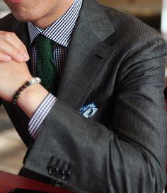 Dark grey suit, navy gingham shirt, green knit tie--not sure about a green tie ! Gentleman Mode, Dapper Gentleman, Gentleman Style, Sharp Dressed Man, Well Dressed Men, Suit Man, Dark Gray Suit, Dark Grey, Grey Suits