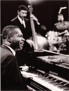 A great Miles Davis Rhythm section Wynton Kelly (with Paul Chambers & Jimmy Cobb) Cool Jazz, Jazz Artists, Jazz Musicians, Wynton Kelly, Paul Chambers, Francis Wolff, Jazz Cat, All About Jazz, Historia Universal