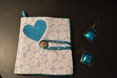 1 Porte bijoux, porte feuille pour bijoux à fleurs bleu en feutrine turquoise. Porte épingles : Autres bijoux par manou92290